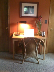 bedroom_desk